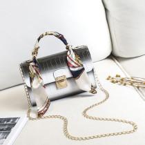 White Fashion Casual Gradual Change Chains Messenger Bag